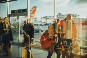 Une famille de passager à l'aéroport